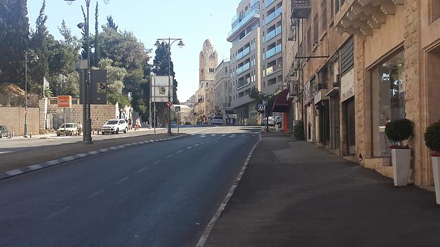 רחוב המלך דוד, המיקום שבו צולמה התמונה היום (צילום: רועי ינובסקי) (צילום: רועי ינובסקי)