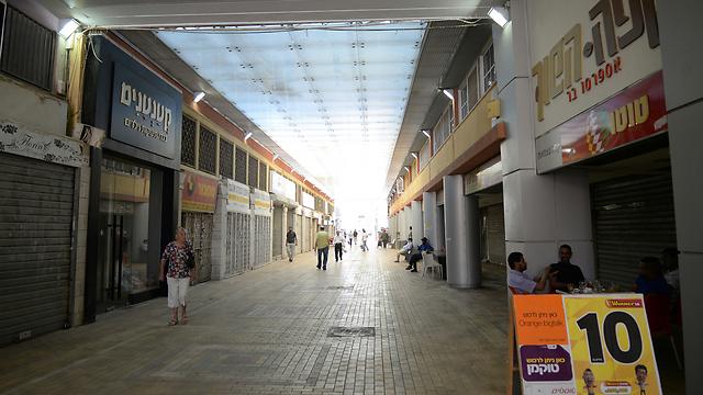 מרכז מסחרי סגור בדימונה, הבוקר (צילום: הרצל יוסף)