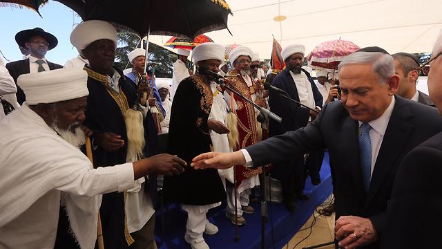 ראש הממשלה בטקס בהר הרצל, הבוקר (צילום: גיל יוחנן) (צילום: גיל יוחנן)