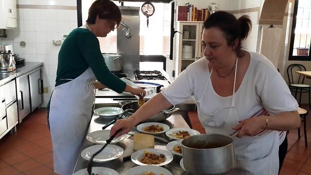 לומדים לבשל (צילום: חן זאוסמר)