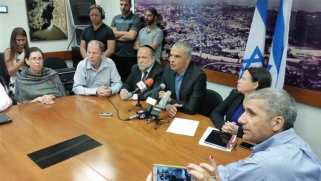 Kahlon in his first meeting at the Finance Ministry (Photo: Eli Mendelbaum)