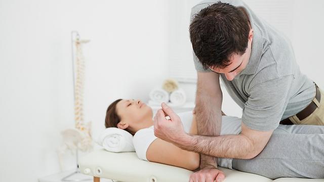 טיפול המשחרר מתח בריקמת הפאציה, עשוי להקל על הכאב תוך 48 שעות (צילום: shutterstock) (צילום: shutterstock)