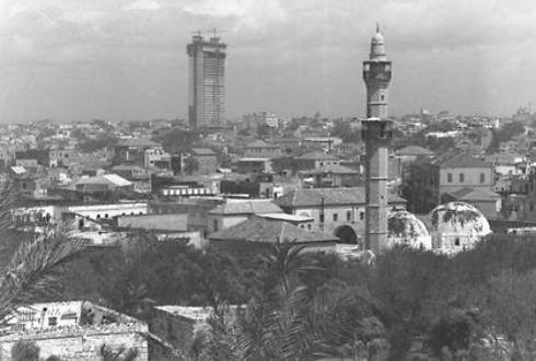 """המגדל בימי בנייתו, בתמונה מ-1965, מבט ממערב (צילום: כהן פריץ, לע""""מ)"""