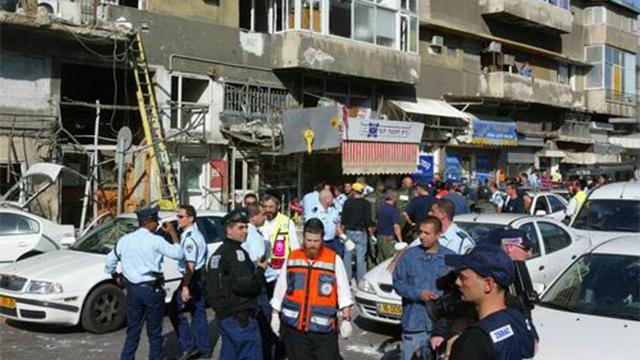 זירת הפיגוע הפלילי בתל אביב ב-2003 (צילום: תומריקו) (צילום: תומריקו)