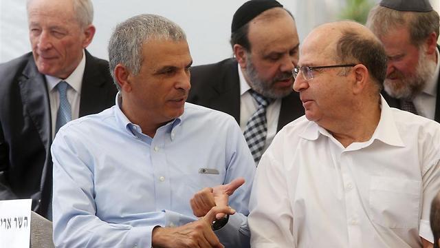 Finance Minister Kahlon vs. Defense Minister Ya'alon (Photo: Marc Israel Sellem)
