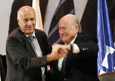 FIFA chief Sepp Blatter with PFA head Jibril Rajoub (photo: Reuters) (Photo: Reuters)