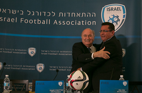 FIFA chief Sepp Blatter with IFA head Ofer Eini (Photo: Ohad Zwigenberg) (Photo: Ohan Zoigenberg)