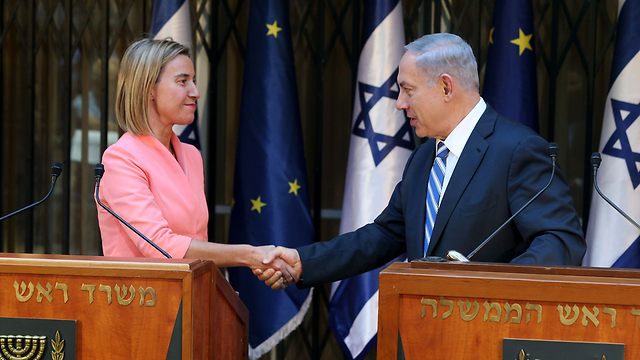 Mogherini (L) and Netanyahu (Photo: Amit Shabi) (Photo: Amit Shabi)