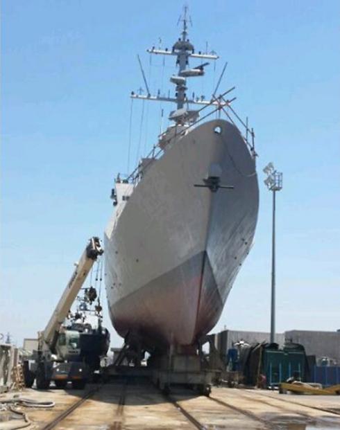 """עם הגעת הספינה יחל שלב """"ההלבשה"""" (צילום: יואב זיתון) (צילום: יואב זיתון)"""