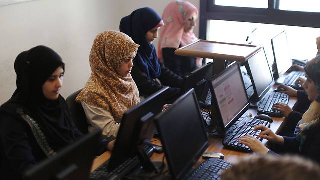 File photo. Palestinian professionals in Gaza (Photo: AFP)