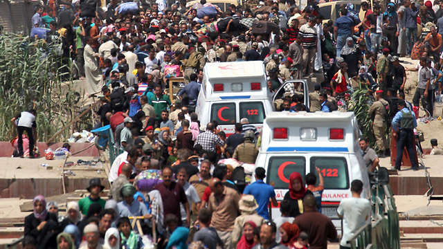 Refugees flood the streets of Ramadi before ISIS' takeover. (Photo: AFP) (Photo: AFP)