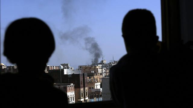 עשן מיתמר ממקום הפיצוץ (צילום: EPA) (צילום: EPA)