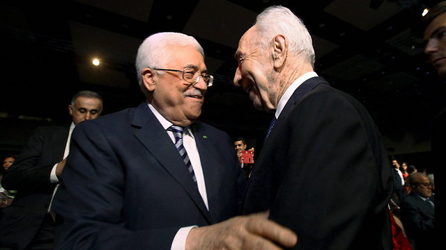 Abbas and Peres at the conference in Jordan. (Photo: Reuters_ (Photo: Reuters)
