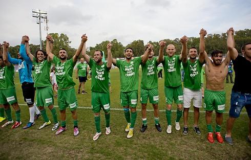 החגיגות הירוקות לאחר החזרה לליגת העל (צילום: יובל חן) (צילום: יובל חן)