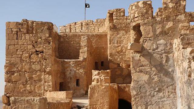דגל דאעש במצודת תדמור ()