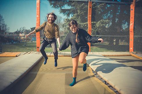"""""""רק מלראות אותם קופצים אני מרגישה את רצפת האגן"""". (צילום: Shutterstock) (צילום: Shutterstock)"""