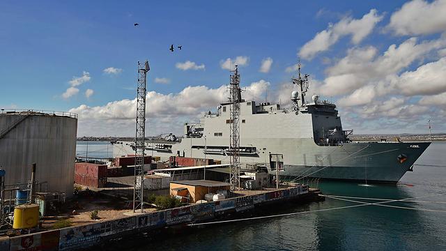 אוניית קרב ספרדית בבסיס צבאי צרפתי בג'יבוטי (צילום: AFP) (צילום: AFP)