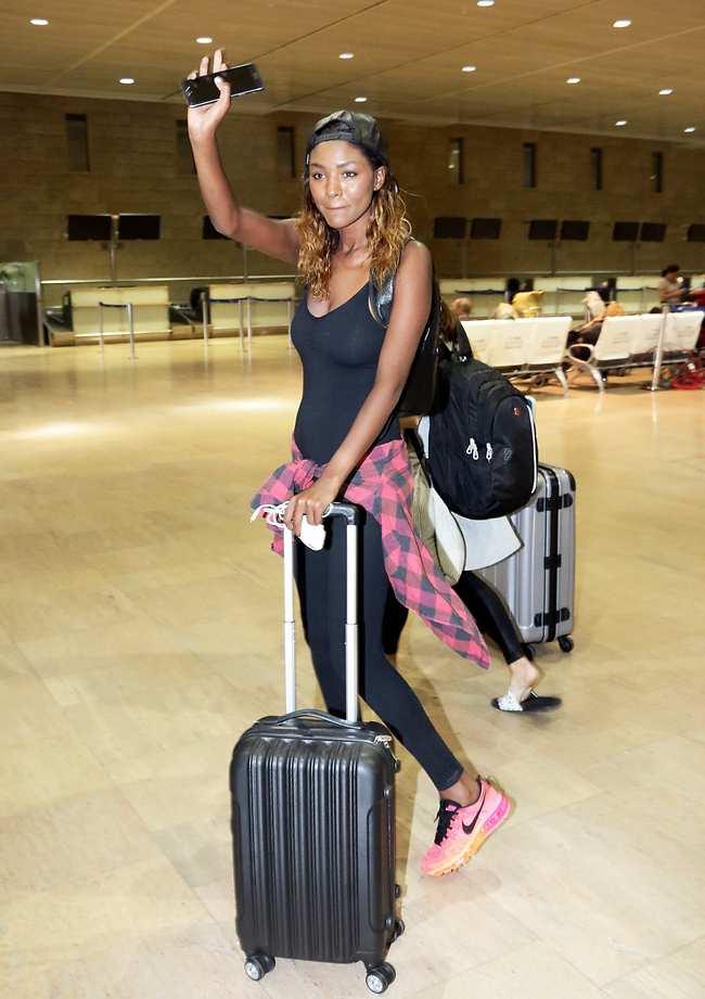שלום, אני נוסעת. אני לא רוצה שתלוו אותי הלאה. טיטי עוזבת (צילום: אמיר מאירי)