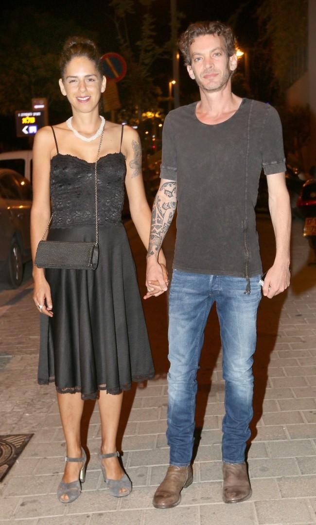אתה עושה גם חתונות? מוקי ואשתו נבל (צילום: ענת מוסברג)