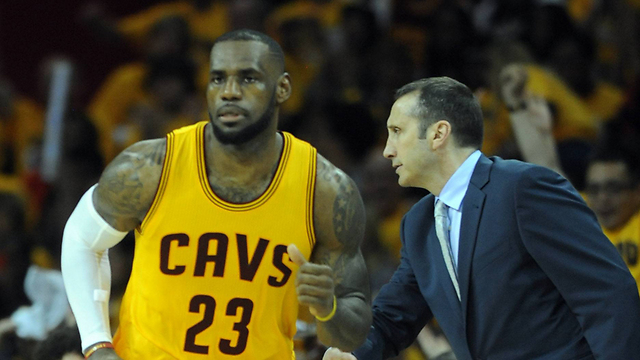 David Blatt and LeBron James during the game (Photo: Reuters)