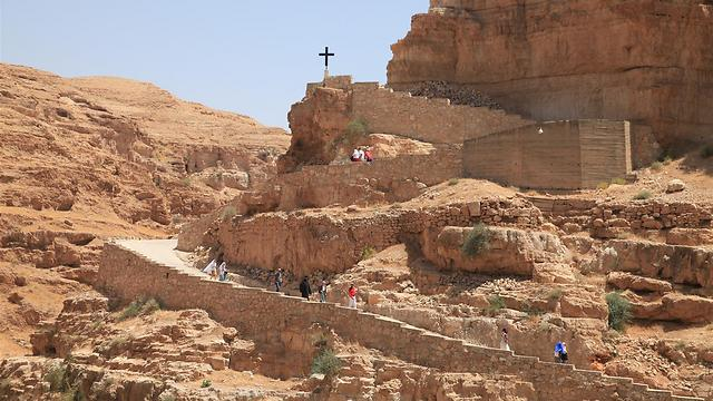 שביל הירידה למנזר סנט ג'ורג' (צילום: עינב ברזני) (צילום: עינב ברזני)