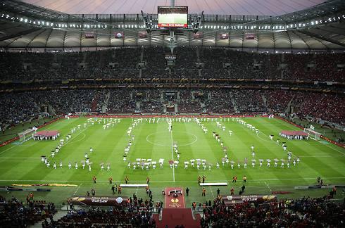 תצוגה מרהיבה באצטדיון בוורשה (צילום: AP) (צילום: AP)
