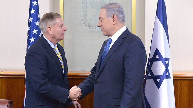 Netanyahu meeting with Republican Senator Lindsey Graham (Photo: EFP)
