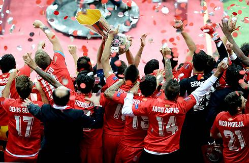 וגם מאחור (צילום: AFP) (צילום: AFP)