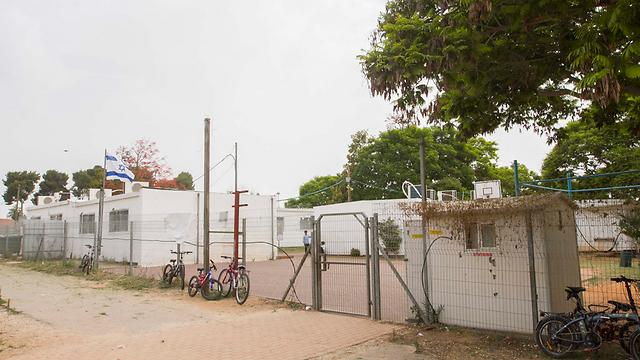 """בית ספר """"פני מאיר""""בכפר יונה. ללא הצללה  (צילום: עידו ארז)"""