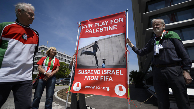 Protesters in Zurich call for Israel's suspension from FIFA. (Photo: AFP) (Photo: AFP)