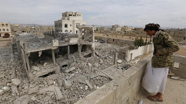 הרס בתימן בעקבות הפצצה של הקואליציה בראשות סעודיה (צילום: EPA)