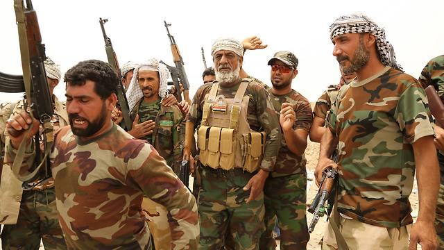 Shiite militai fighters (Photo: AP)