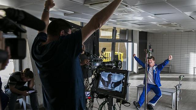 """קוקה קולה בצילומי סרטון ל""""ספיישל אולימפיקס"""" ()"""