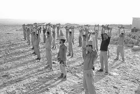 """חיילי מילואים בדרום (צילום: צלם במחנה באדיבות ארכיון צה""""ל במשרד הביטחון)"""