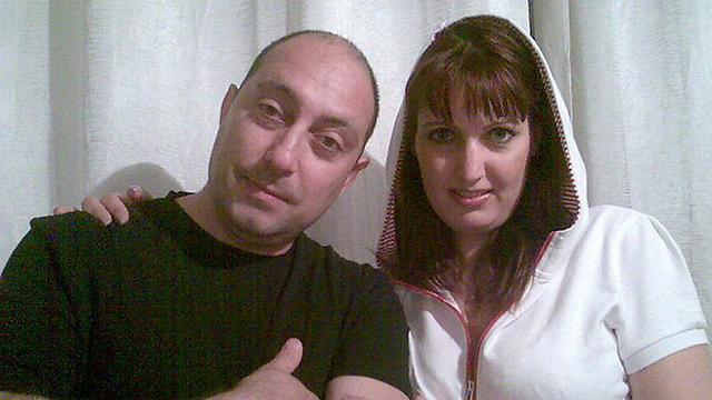 ויקטוריה ובעלה לשעבר יונתן, שהורשע ברצח