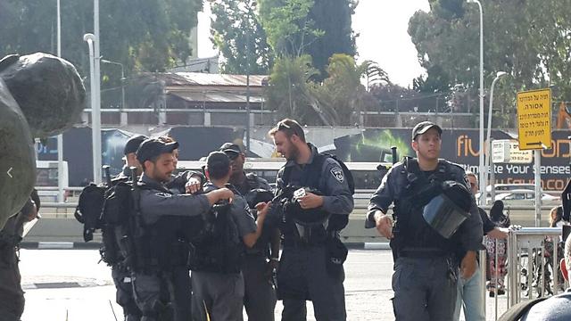 המשטרה ערוכה באזור קניון עזריאלי (צילום: גלעד מורג) (צילום: גלעד מורג)