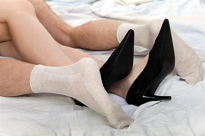 מי היה מאמין, גרביים במיטה זה סקסי (צילום: Shutterstock) (צילום: Shutterstock)