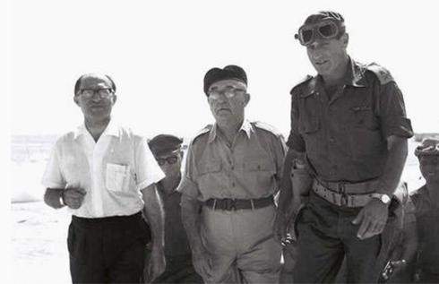 Menachem Begin (left), Levi Eshkol (center) and Maj.-Gen. Yeshayahu Gavish in Sinai (Photo: GPO)