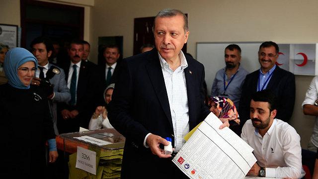 שנים של דומיננטיות איסלאמית. נשיא טורקיה ארדואן (צילום: AP) (צילום: AP)