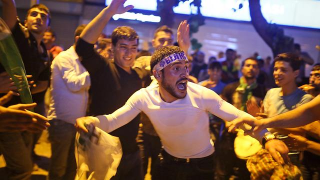 רוקדים אחרי שהמפלגה הכורדית הצליחה להיכנס לפרלמנט (צילום: AP) (צילום: AP)