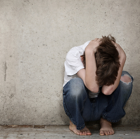 """""""אולי או לא נמשך לילד, אולי הוא שמן?"""" (צילום: Shutterstock)"""