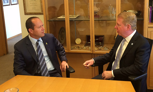 Murray (R) with Jerusalem Mayor Nir Barkat