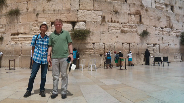 Seattle Mayor Ed Murray (R) and spouse Michael Shiosaki at the Western Wall