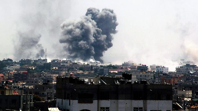 IDF bombardments in Rafah on August 1, 2014 (Photo: EPA)