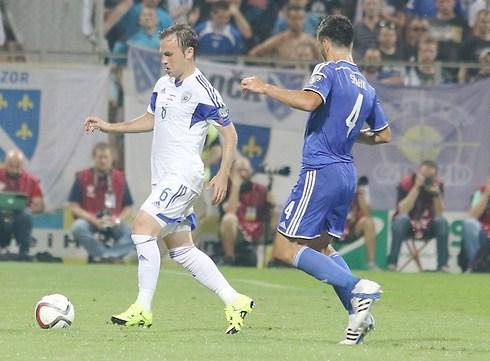 Natkho during an Israel-Bosnia game. (Photo: Reuven Schwartz)