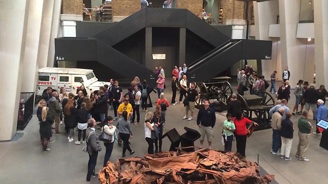 מוזיאון המלחמה בלונדון, והג'יפ שבתוכו ()