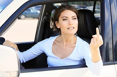 הביץ' תמיד תעשה כל מה שבא לה ולא תדפוק חשבון (צילום: Shutterstock) (צילום: Shutterstock)