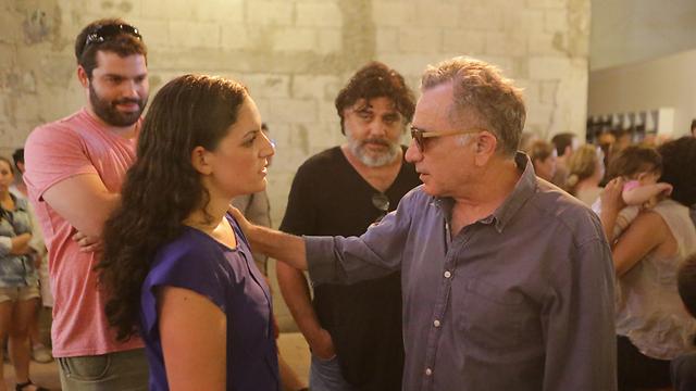 האמנים בנמל יפו, ואיבגי במפגש עם אורטל תמם (צילום: ירון ברנר) (צילום: ירון ברנר)