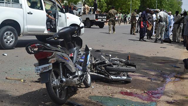 האופנועים שעליהם רכבו המחבלים המתאבדים בבירת צ'אד (צילום: רויטרס) (צילום: רויטרס)