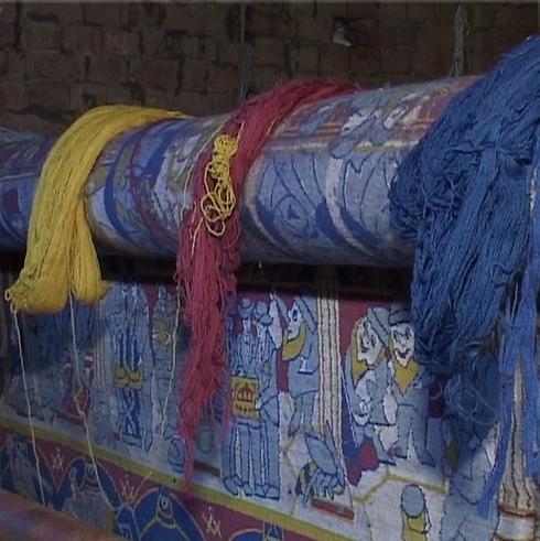 השטיח של מיכאלי בתהליך הייצור באפגניסטן (באדיבות מוזיאון ישראל)